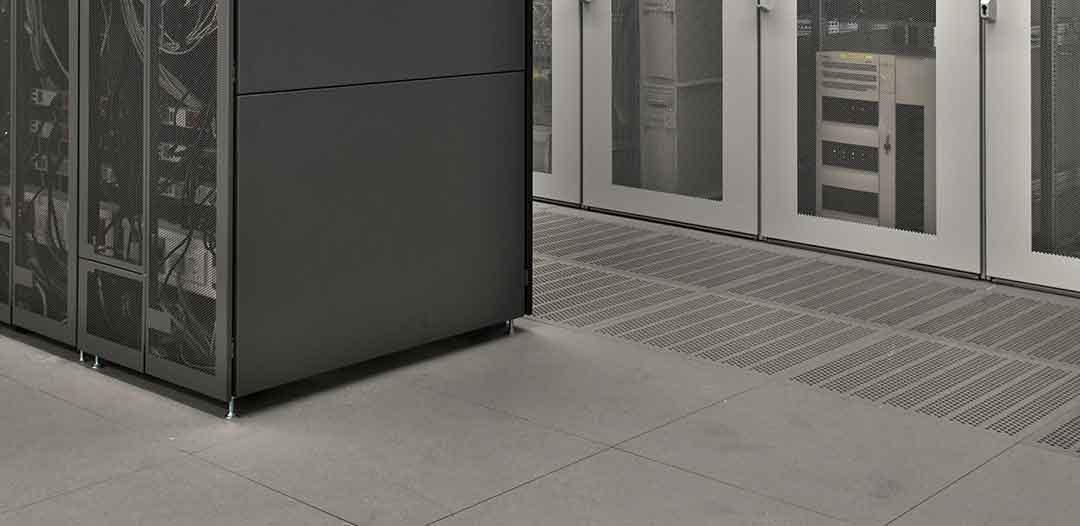 Einsatzgebiete des Doppelbodens bei Banken, in der Industrie und Elektroräumen